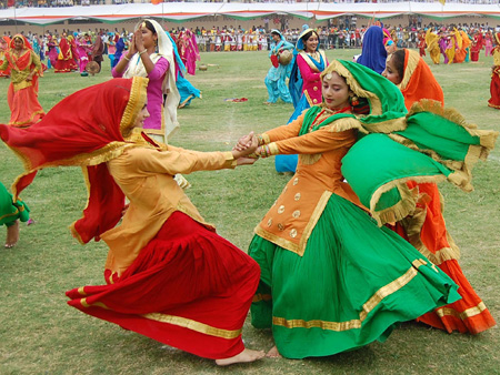 Gidda dance classes online lessons learn gidda dancing teachers divya dance school in india offers regular training classes for learning gidda indian punjabi folk dance and lok nrittya gidda online dance lessons on skype fandeluxe Choice Image